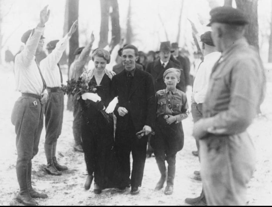 2016-10-29 13_30_31-Bundesarchiv Bild 183-R32860, Berlin, Trauung von Joseph und Magda Goebbels - Ha.png